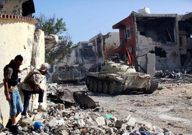 القوات الليبية خلال الاشتباكات مع إرهابيي تنظيم داعش في مدينة سرت، ليبيا 31 أكتوبر/ تشرين الأول 2016