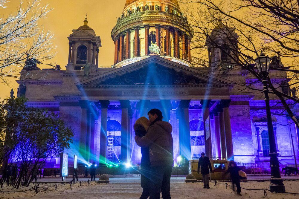 العرض الضوئي 3D ضمن مهرجان دائرة الضوء-2016 في مدينة سانت بطرسبرغ