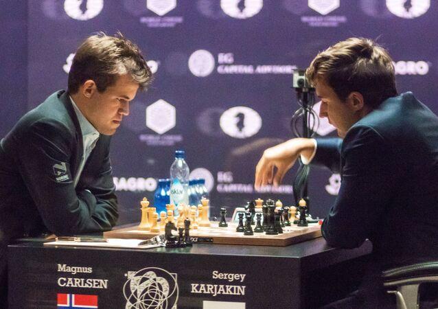 بطولة العالم للشطرنج للرجال بين كارلسن وكارياكين