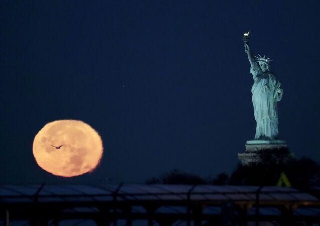 القمر العملاق في الولايات المتحدة الامريكية