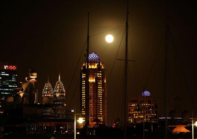 القمر العملاق في الامارات العربية المتحدة