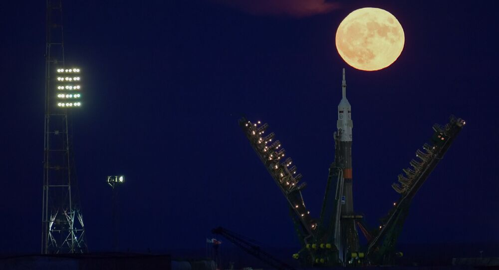 القمر العملاق في كزاخستان