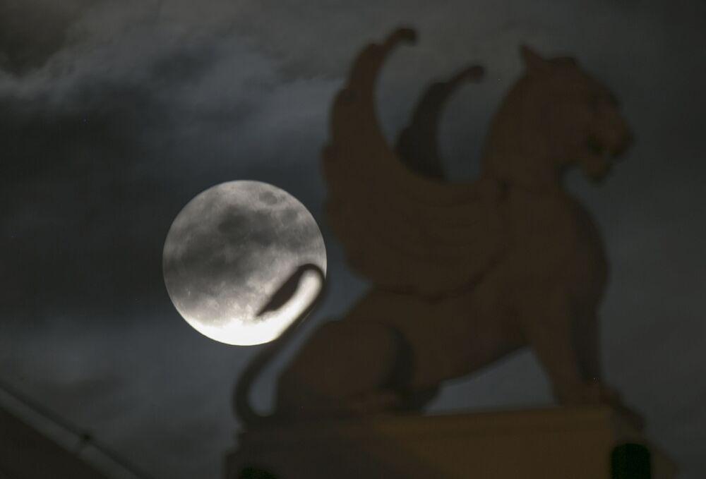 القمر العملاق في فيتنام 14 نوفمبر/ تشرين الثاني 2016