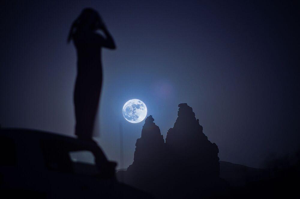 القمر العملاق في تبوك، السعودية، 14 نوفمبر/ تشرين الثاني 2016