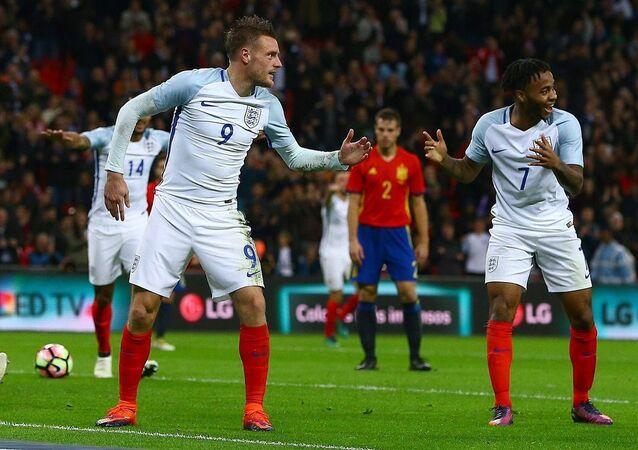 لاعبي المنتخب الإنجليزي يحتفلون على طريقة المانيكان