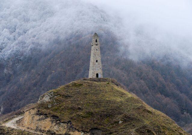 برج حربي يقع على مشارف قرية خاراتشوي بمقاطعة فيدنو في الشيشان