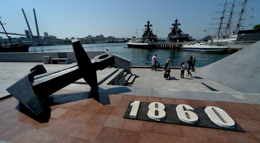 نصب تذكاري لمكان نزول مؤسسي ميناء كورابيلنايا نابيرجنايا من السفينة مانتشجور عام 1860