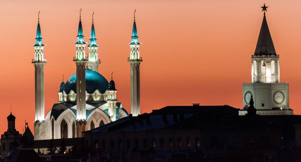 Мечеть Кул-Шариф в Казаниمسجد كول الشريف على خلفية غروب الشمس بمدينة قازان في روسيا. كما أن كرملين قازان من أجمل فن العمارة التاريخية في قازان، وقد أدرجت في قائمة التراث العالمي من قبل منظمة اليونيسكو.