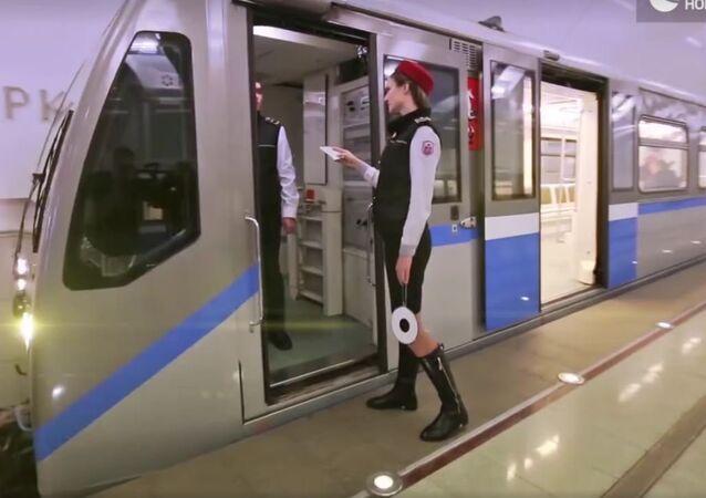 شاهد... تحدي المانيكان في مترو موسكو