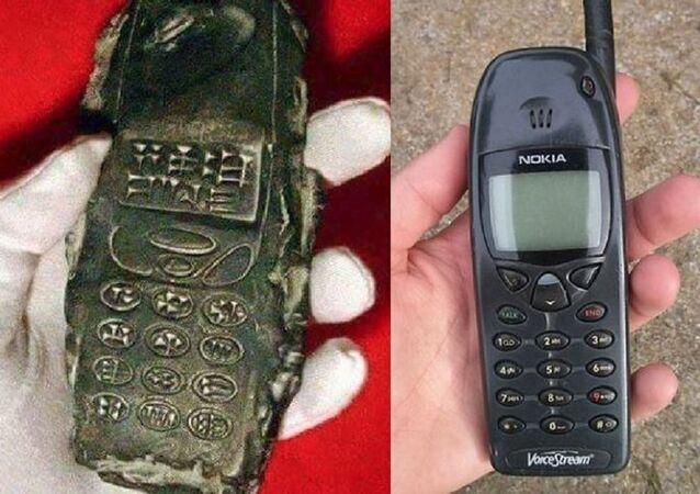 هاتف عمره 800 عام