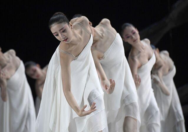رقص الباليه الصيني في مسرح لندن، بريطانيا 29 نوفمبر/ تشرين الثاني 2016