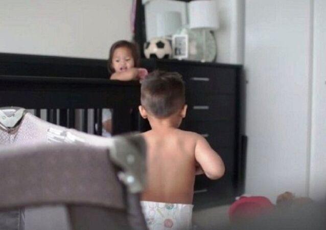 حياة طفلين صغيرين
