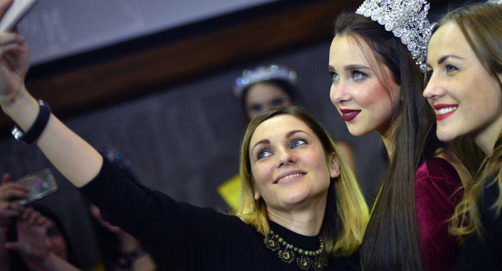 الفائزة نتاليا شتوبينا (من ساراتوف) في نهائي مسابقة اأجمل عارضة أزياء روسيا 2016 في فندق Korston Club Hotel في موسكو.