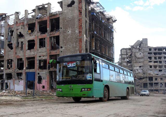 حافلة تنقل سوريين من مختلف الأحياء الغربية من حلب، 3 ديسمبر/ كانون الأول 2016