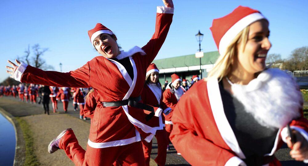 2000 شخص ارتدوا زي بابا نويل وشاركوا في مسيرة لندن سانتا كلاوز، 3 ديسمبر/ كانون الأول 2016