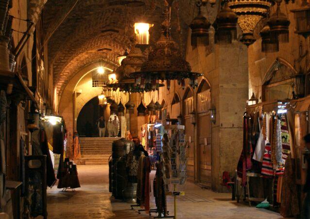 الناس في سوق خان الشونة في المدينة القديمة في حلب، 2009