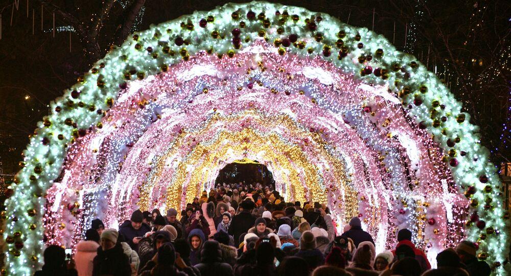 افتتاح مهرجان رحلة إلى عيد الميلاد في تفيرسكوي بولفار بموسكو.
