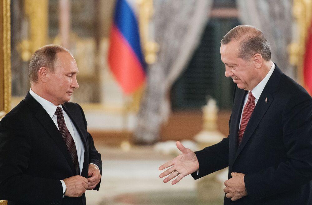 اللقاء الأول للريئسين الروسي والتركي بعد حادثة اسقاط المقاتلة الروسية  سو-24 فوق الأراضي السورية عام 2015