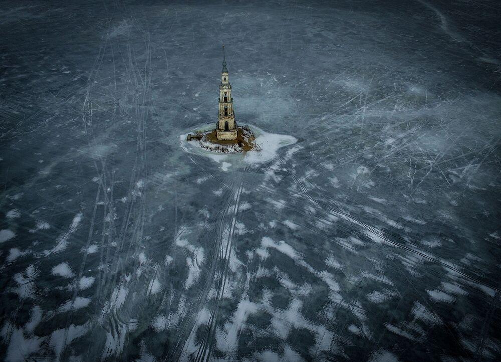 مياه الخزان أوغليش تغمر برج الجرس من كاتدرائية القديس نيقولاوس.
