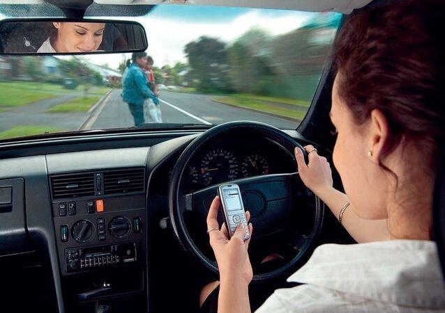 الانشغال بالتليفون أثناء القيادة