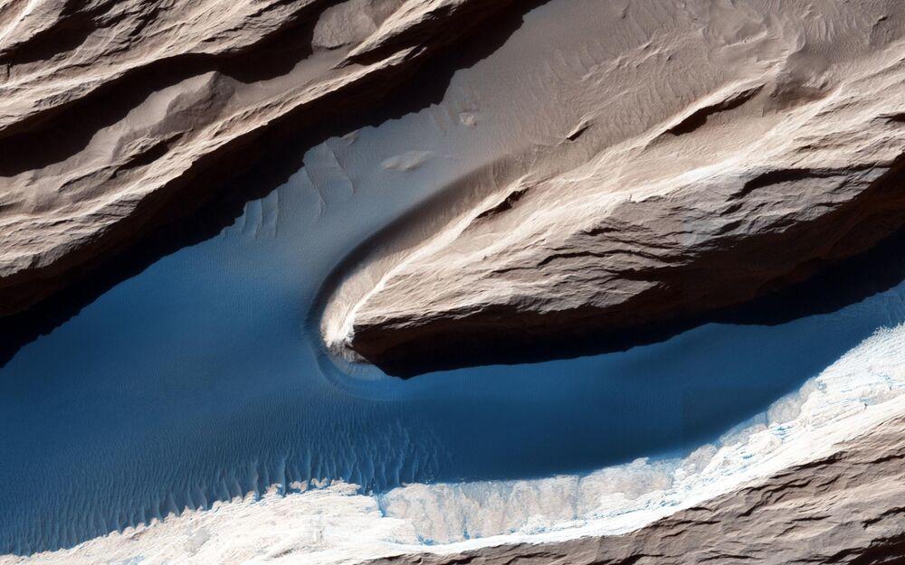 سطح كوكب المريخ الذي تكون نتيجة للرياح