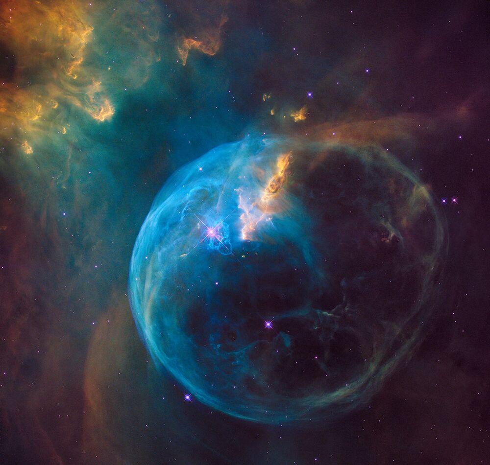 صورة من تلسكوب الفضاء لفقاعة نارية عملاقة هابل