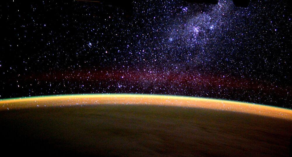 صورة لمجرة درب التبانة، التقطها رائد الفضاء الأمريكي تيم بيك
