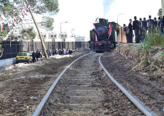 قطار دمشق البخاري يشق طريقه إلى الهامة