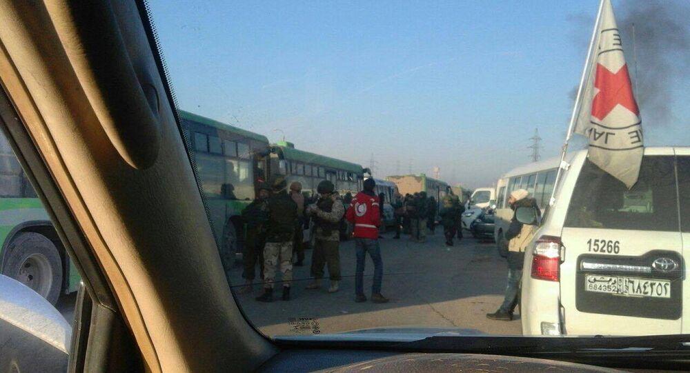 بدء عملية إخراج الدفعة الثالثة من المسلحين وعائلاتهم من الأحياء الشرقية في حلب
