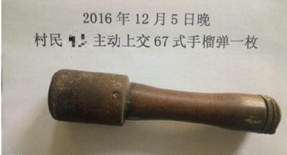 قنبلة تعمل لتكسير الجوز في يد صيني لمدة 25 عاما