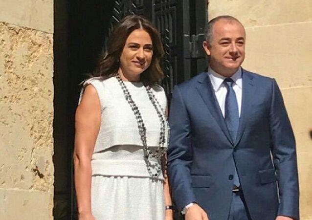 الوزير بو مصعب وزوجته الفنانة جوليا بطرس