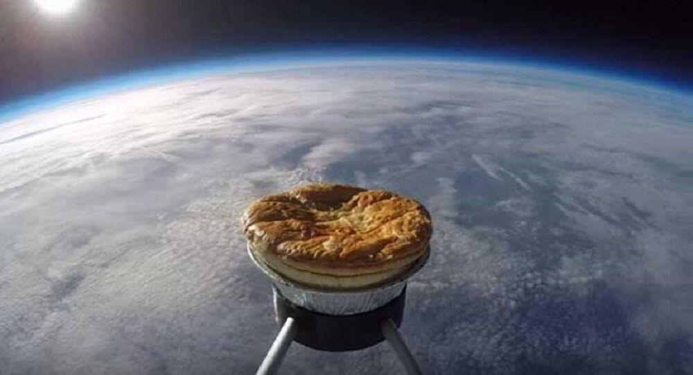 بالفيديو... فطير تطير إلى الفضاء