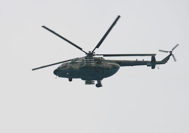 مروحية مي-8 خلال عمليات البحث عن نجاة من ركاب الطائرة المنكوبة تو-154 التي سقطت في البحر الأسود