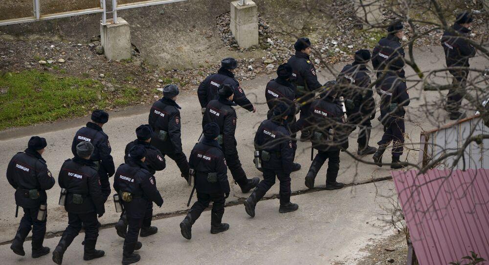 عناصر الشرطة الروسية في سوتشي تتوجه إلى مكان الحدث ولمساعدة فريق الإنقاذ والبحث