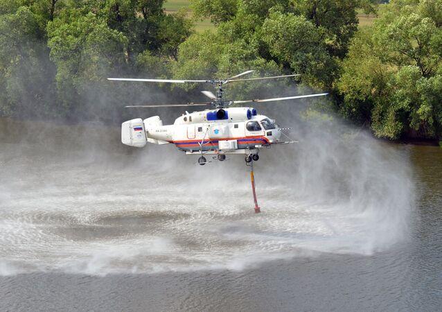 مروحية كا-32 أ التايعة وزارة الطوارئ الروسية خلال التدريبات، روسيا