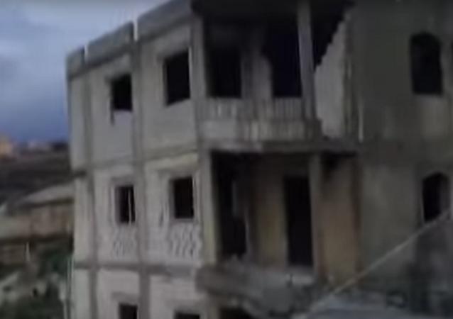لحظة انهيار مبني تحت الإنشاء في لبنان