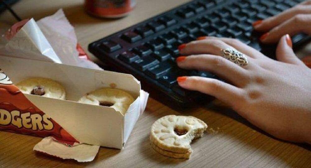 مناشدة لإنهاء ثقافة الكعك في أماكن العمل