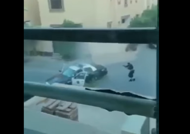 لحظة تصدي الشرطة السعودية لإرهابيين