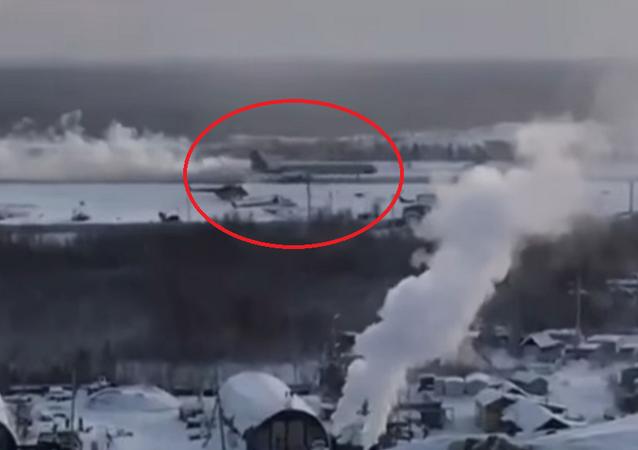 طيار روسي يهبط بطائرة بعد انفجار محركها