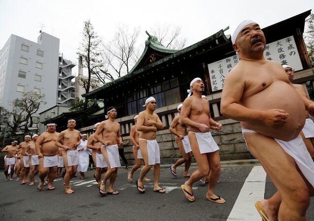 يابانيون يحتفلون بالسنة الجديدة