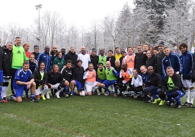 أساطير كرة القدم حول العالم