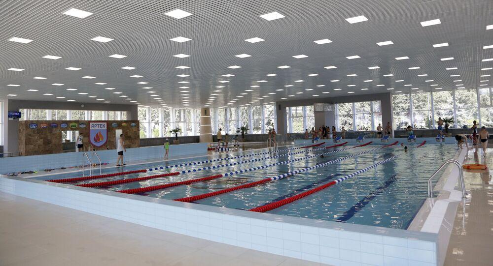 حمام سباحة لمعسكر أطفال