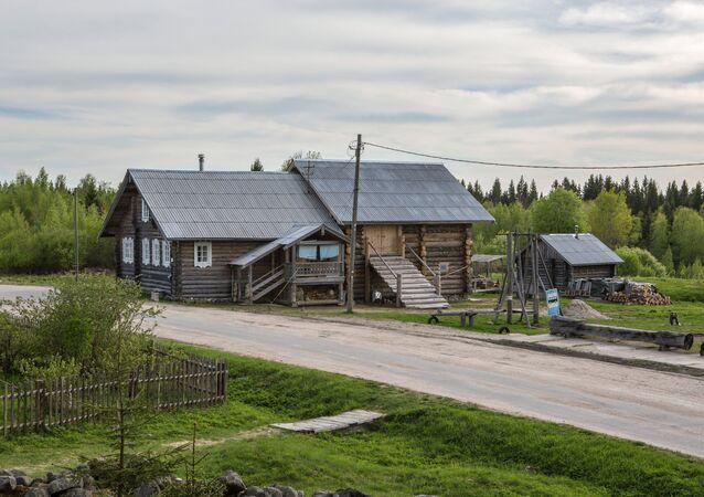 سكان أجمل قرية روسية لعام 2016 كاريلسكايا كينيرما