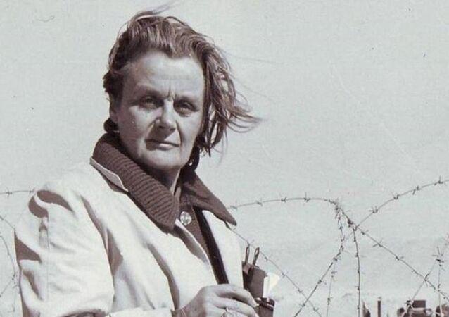 كلير هولينجورث...أول صحفية غطت الحرب العالمية الثانية