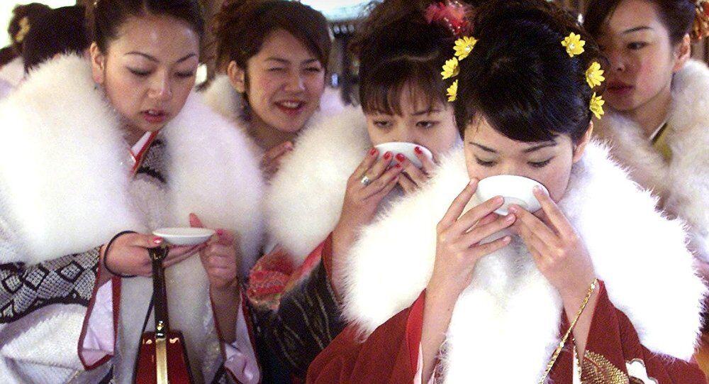 تهافت محموم على شراء مشروب تناوله بوتين في اليابان