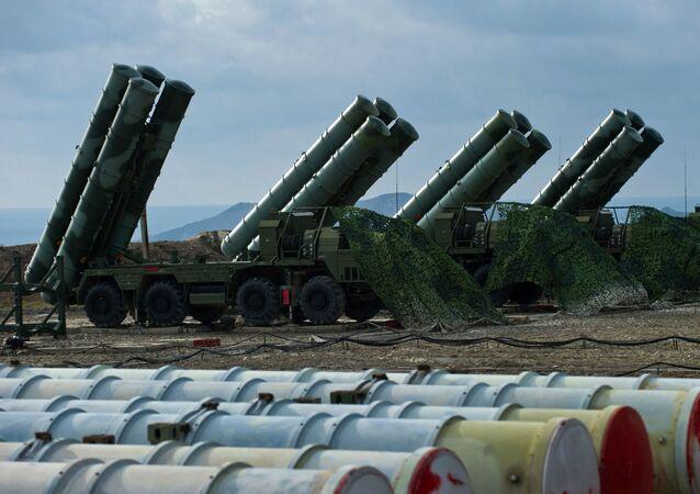 منظومة الدفاع الجوي (تريومف) اس-400 في فيودوسيا بالقرم، روسيا