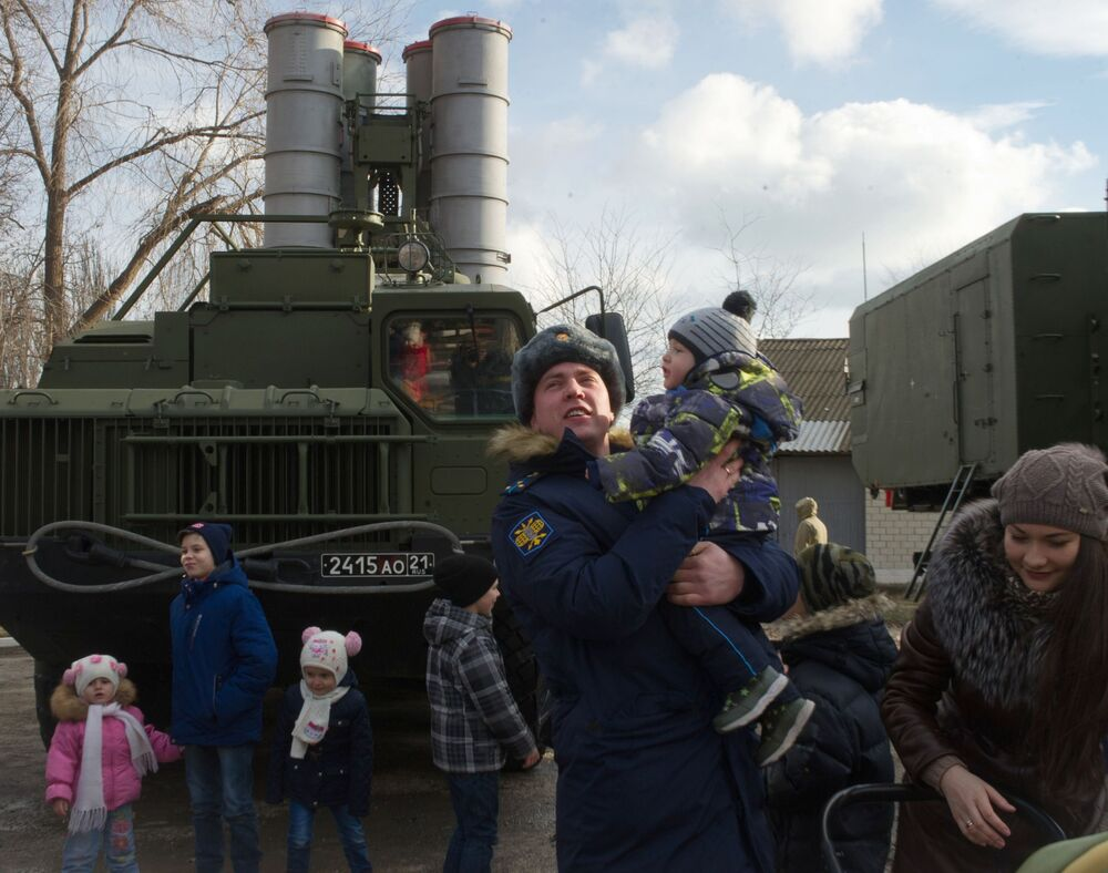 عرض لمنظومة الدفاع الجوي (تريومف) اس-400 في فيودوسيا بالقرم، روسيا
