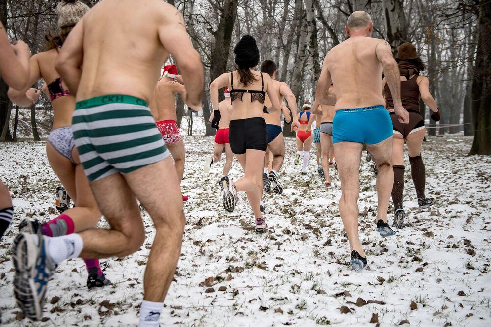 المشاركون في سباق الملابس الداخلية في صربيا
