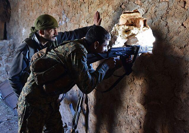جنود الجيش السوري على مشارف مدينة الباب