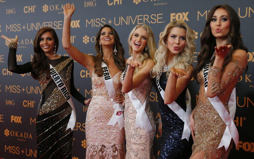 المشاركات في  مسابقة ملكة جمال الكون على السجادة الحمراء في مانيلا، الفلبين 29 يناير/ كانون الثاني 2017